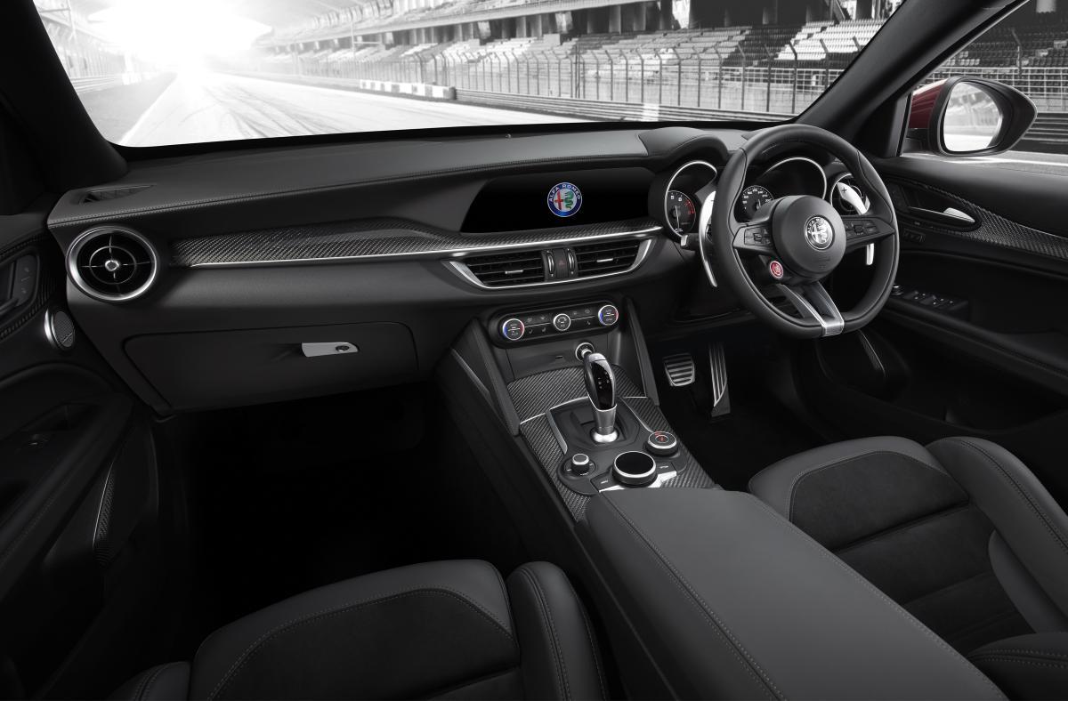 ニュル最速SUV! アルファロメオ ステルヴィオに最強モデル「クアドリフォリオ」が登場!