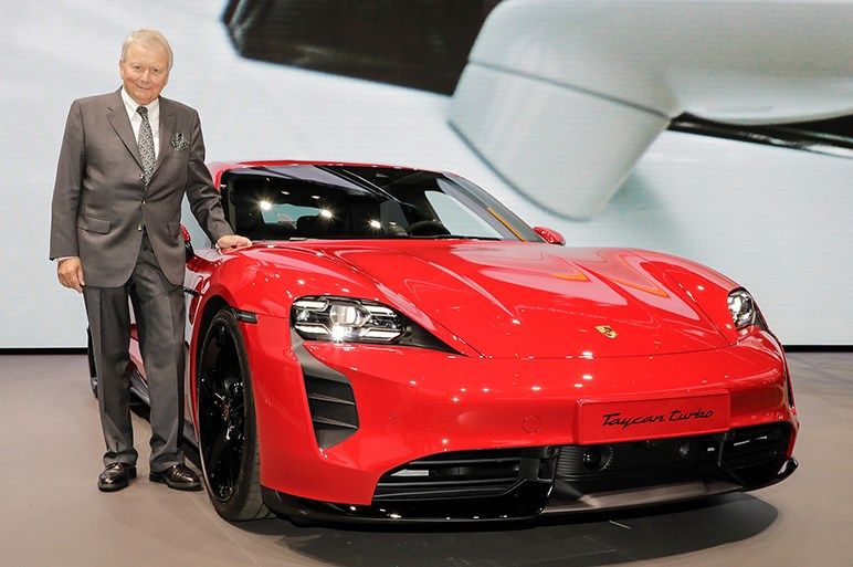 ポルシェの電気自動車タイカン。意味は子馬だが価格はサラブレッド