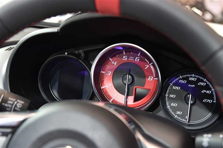 アバルト124スパイダーが日本初公開。発売は10月8日、価格は……