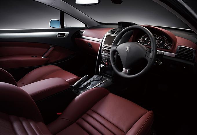 当時のフラッグシップモデルであり美しいデザインをもつプジョー クーペ407。今となっては総額50万円から狙える絶滅危惧車だ
