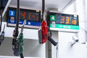 キャンピングカーはどちらがオトク?ガソリン車とディーゼル車で選ぶ基準とは