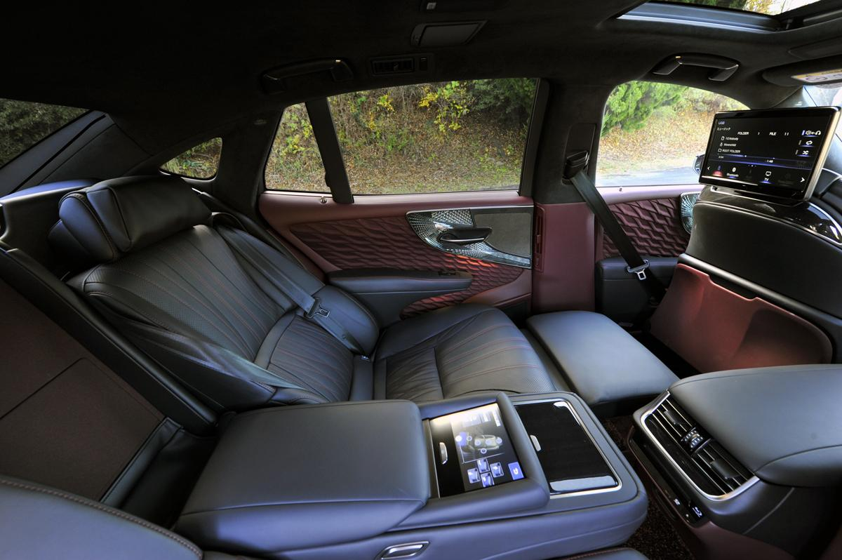 いまどきクルマはリヤで選ぶのが常識! 満足度に大きく差がつく「後席の快適装備」8選