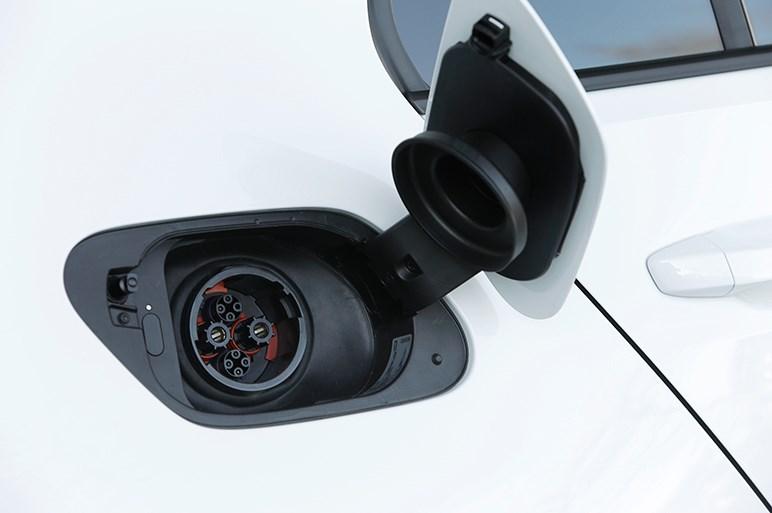 完成度、実用性ともに高いe-ゴルフだが、EV市場の様子見的な対応が気になる