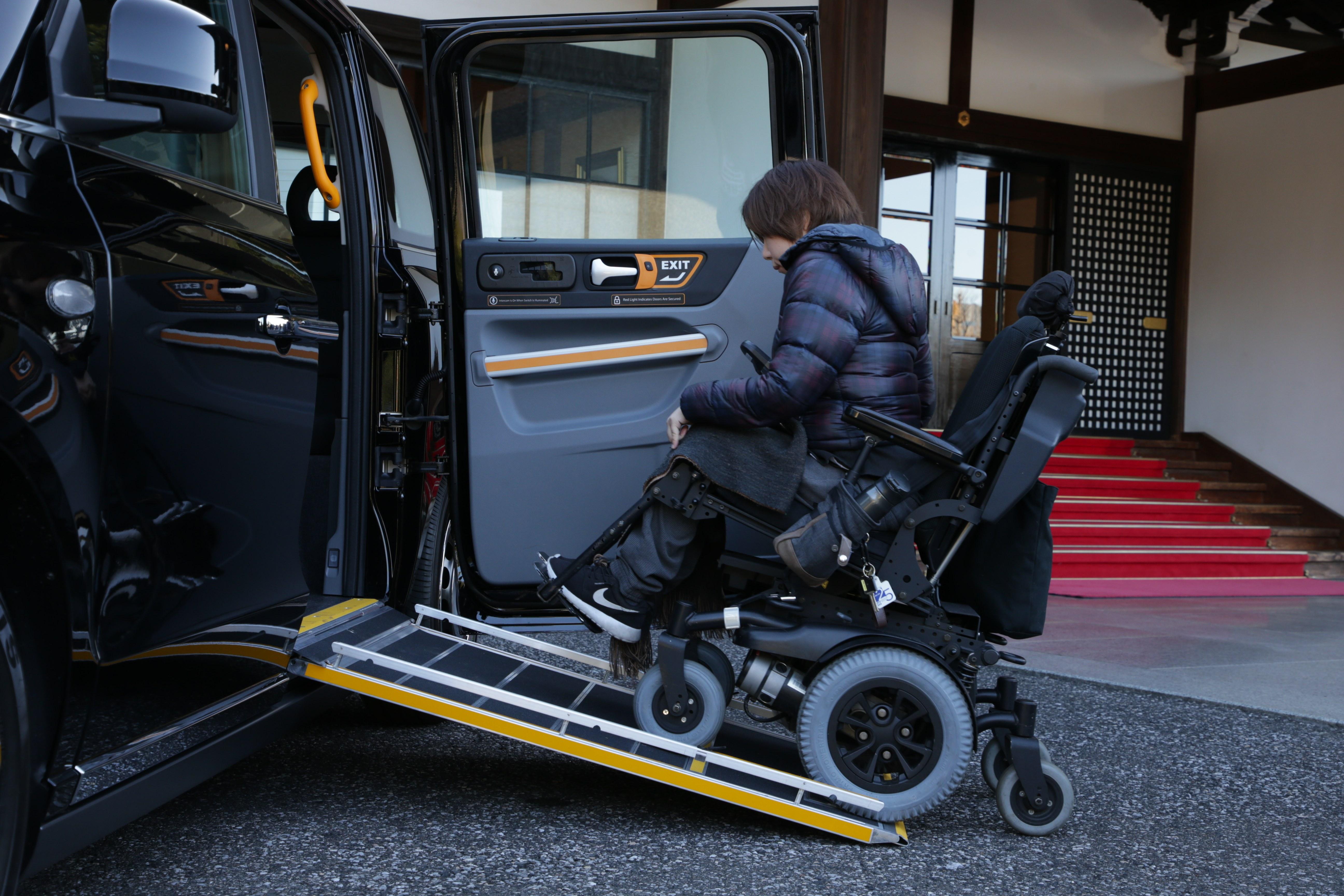 ロンドン・タクシーもエコな時代へ! より人に優しくなった新型が日本上陸