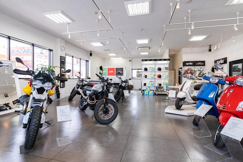 【新装開店】ベスパ、モト・グッツィ、アプリリアの車両が揃うピアッジオグループディーラーが福岡市早良区へ移転オープン!