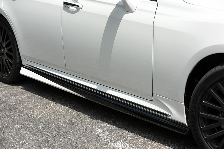 トヨタ ハイエースにTRDが味付け。新型クラウンもよりスポーティな走りに