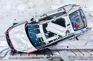 【EVをより安全に】電気自動車 衝突時の安全性を高める技術 バッテリーとケーブルをいかに断つか
