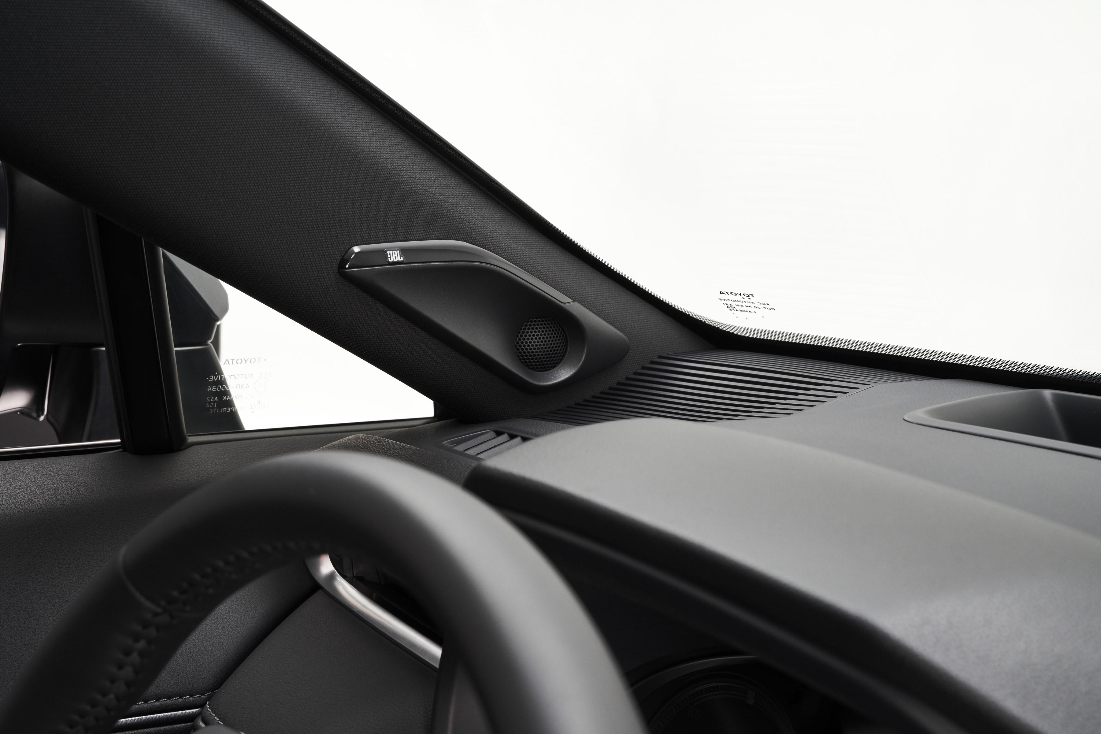 トヨタ、新型「ヴェンザ」を北米で発表 新型ハリアーとの違いは!?