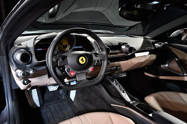 超高速フェラーリ「812スーパーファスト」が降臨。自然吸気のV12はこれが最後?