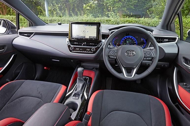 トヨタの未来を占う新型カローラ。公道試乗会の評価はほぼ絶賛か