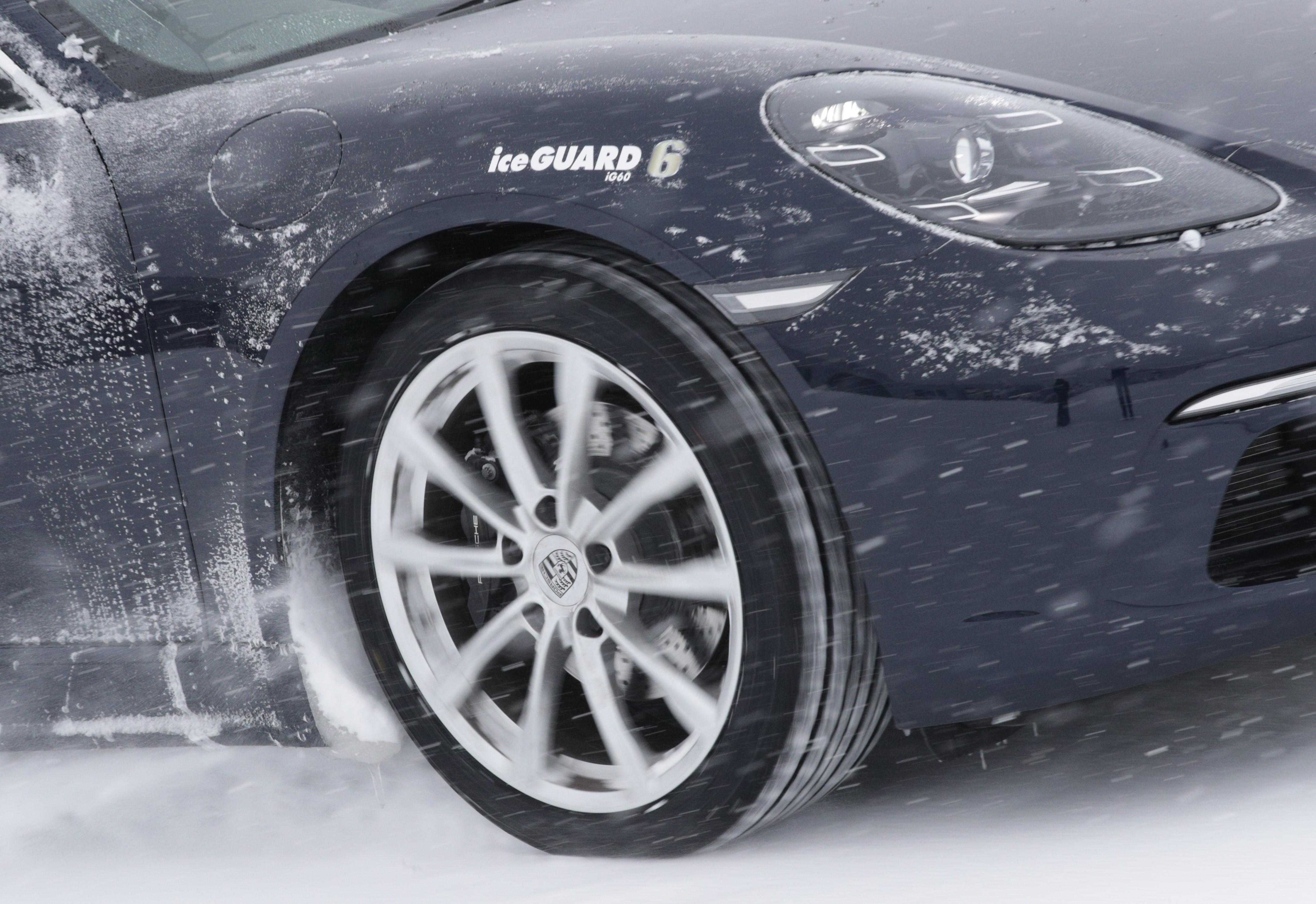 【冬がダメはもう古い!!】オールシーズンタイヤ実走チェック  BluEarth-4Sは氷上も「イケる」のか!?
