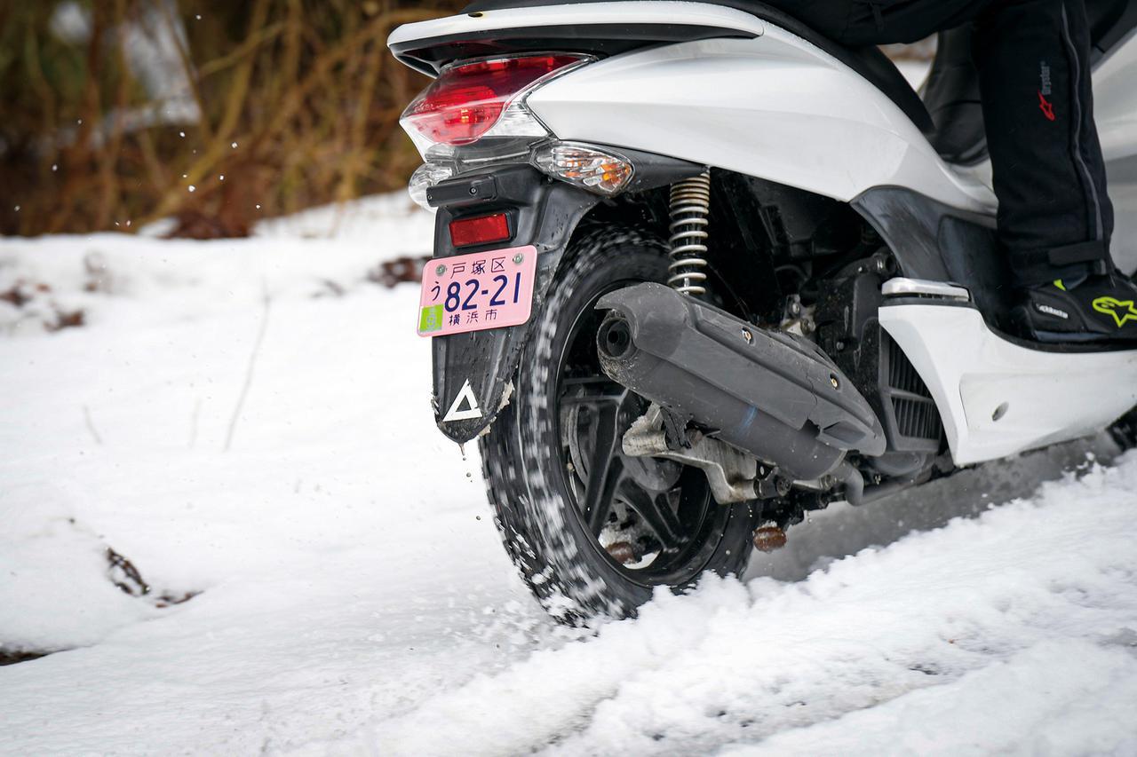【動画】グリップは? 操作性は? PCXで行く雪上ツーリング!【IRC SN26】