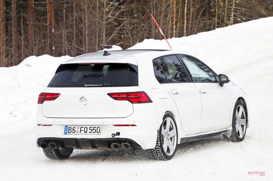 【カモフラージュなし?】フォルクスワーゲン・ゴルフR新型 開発車両を撮影