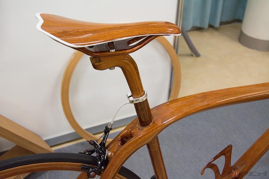 船大工が手掛ける木造自転車 高級木材マホガニーを使った乗ってナンボの実践ロードバイクとは?