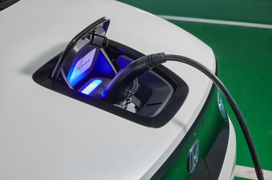 【ホンダ新EV量産版に初試乗】ホンダE アドバンス 航続距離220km 心に響くか