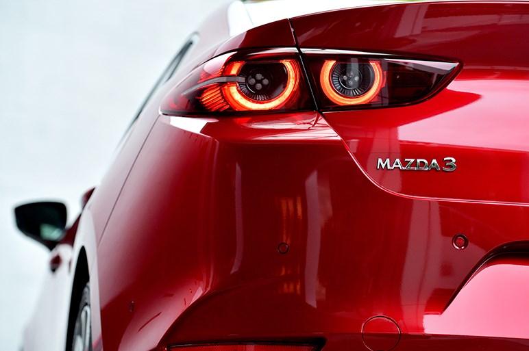 新型マツダ3、ディーラーでは内装の質感や標準オーディオの音質に注目するといいかも
