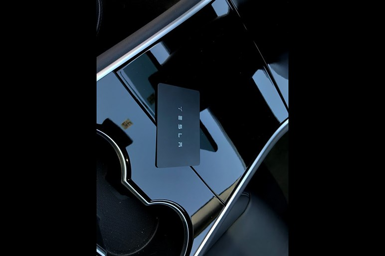 話題のテスラ モデル3は乗っても異世界。みんなが驚くのはどんな所?