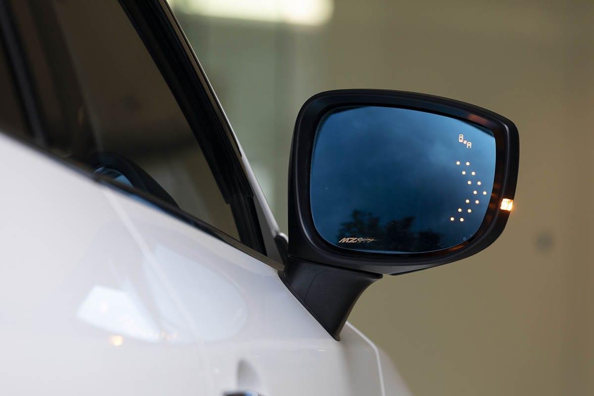 マツダ車に欧州車風でカスタム! CX-5(KF系)&CX-8(KG系)にBSMとウインカー機能を持ったブルーミラーが登場!|MZレーシング