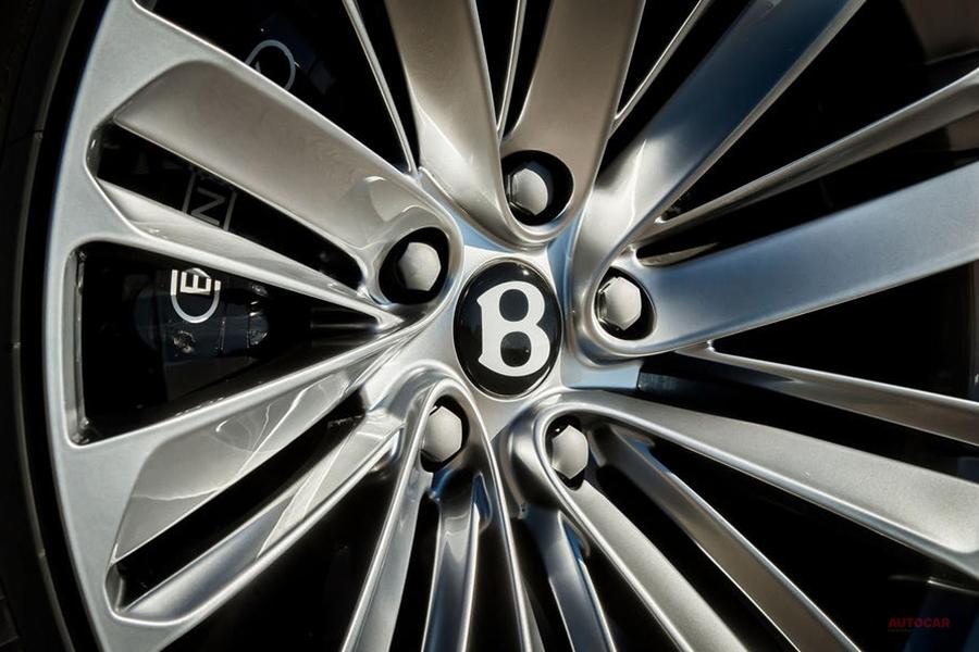 ベントレー・ベンテイガ・スピード 世界最速の市販SUVに ウルス超える