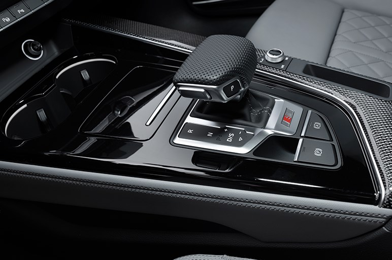 アウディ A4が大幅マイナーチェンジ。Cクラスと3シリーズに肉薄できるか?