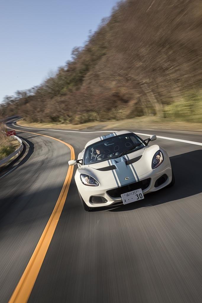 【安東弘樹氏が試乗】「ルノー・メガーヌRSトロフィー vs アバルト124スパイダー vs ロータス・エリーゼ vs VW up! GTI」MTモデルの魅力に迫る!