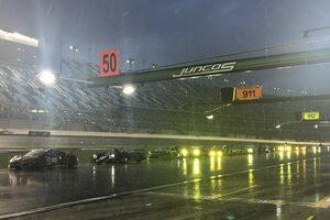 デイトナ24時間:強雨のためレースは赤旗中断に。可夢偉&アロンソ組キャデラックが暫定首位