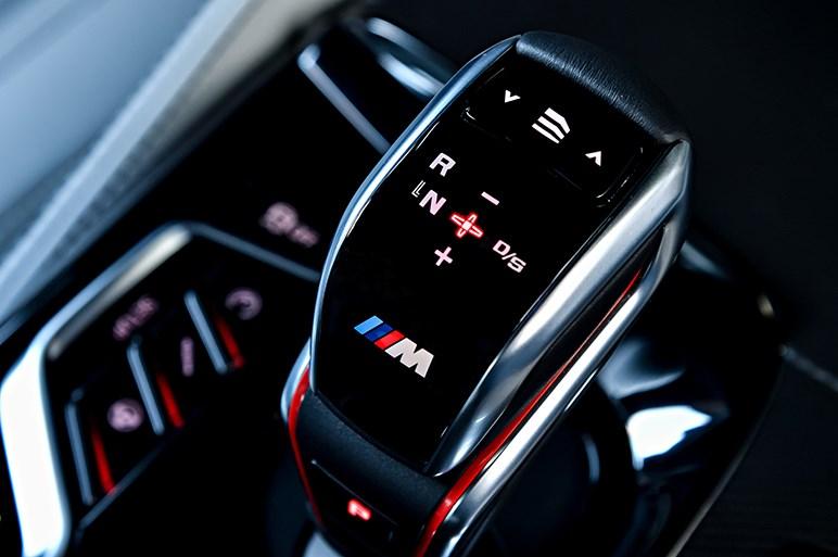 4WD&トルコン8速AT採用の新型M5はハンドリング性能と乗り心地で群を抜く