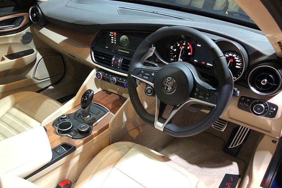 アルファロメオのディーゼル車が日本初登場 「ステルヴィオ」「ジュリア」に搭載