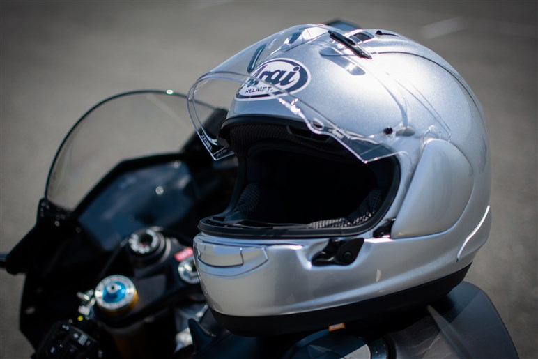 ネオクラシックなアライの新ヘルメット「ラパイド・ネオ」は意外にネオクラ以外もよく似合う