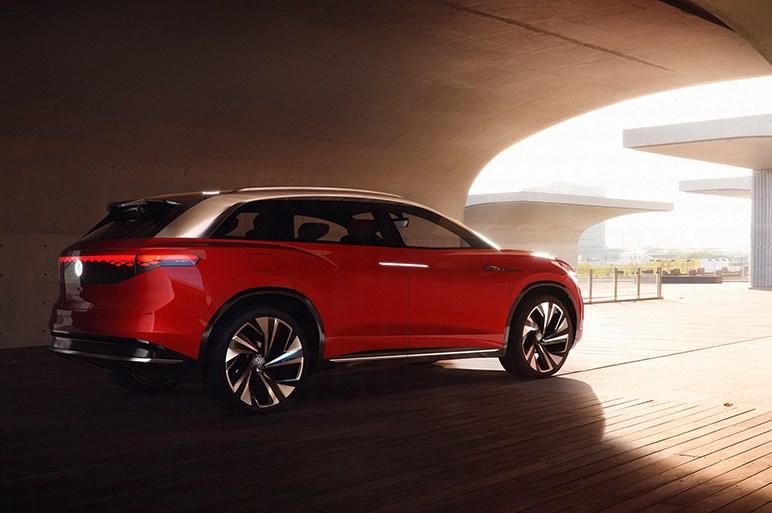 VWの新たなEVファミリー、大型SUVの「ID. ROOMZZ」を初披露