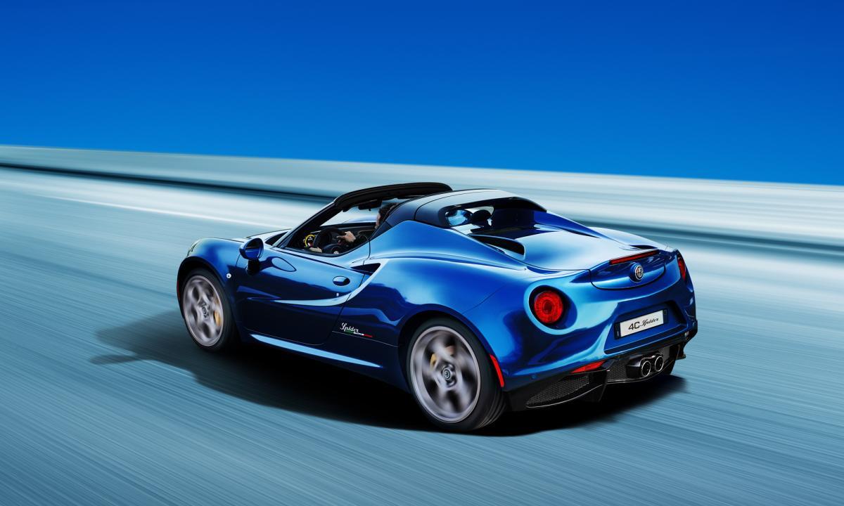 限定色採用のアルファロメオ4C「competizione」&「spider Italia」が40台のみ発売