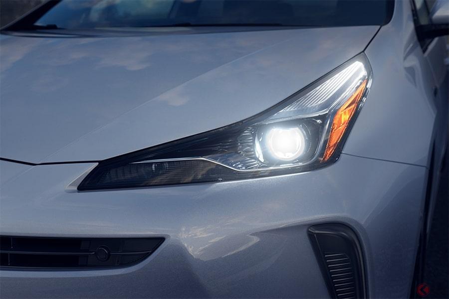 トヨタが新型「プリウス」初公開 ついに歌舞伎顔チェンジ! デザイン一新で人気復活なるか