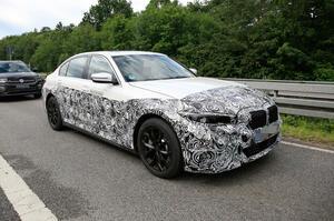 【EV版 登場へ】BMW 3シリーズの電気自動車、2023年発売か 初のスパイショット