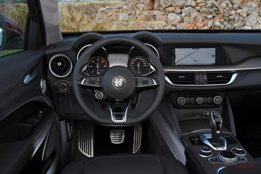 アルファ・ロメオ・ステルヴィオTi マイナーチェンジ SUV随一の走りの良さ