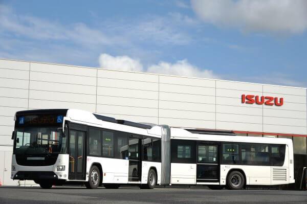 【定員120名のモンスター!!】バス業界の救世主なるか?? 全長18mの国産連接バス爆誕