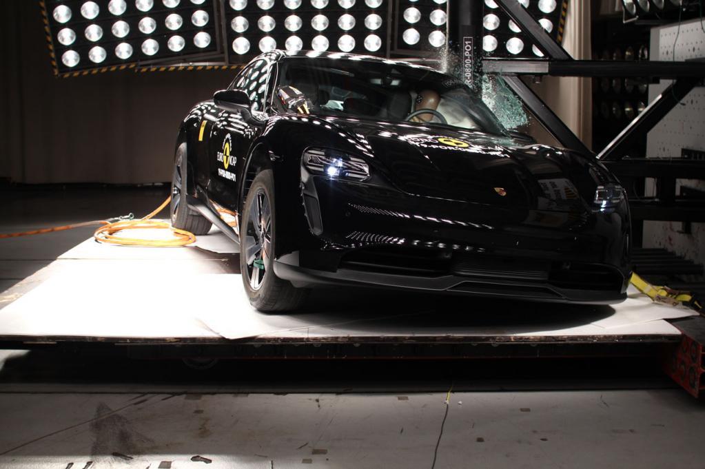 ポルシェの新型EVスポーツカー「タイカン」がEuro NCAPの衝突安全性試験で最高評価の5つ星を獲得!