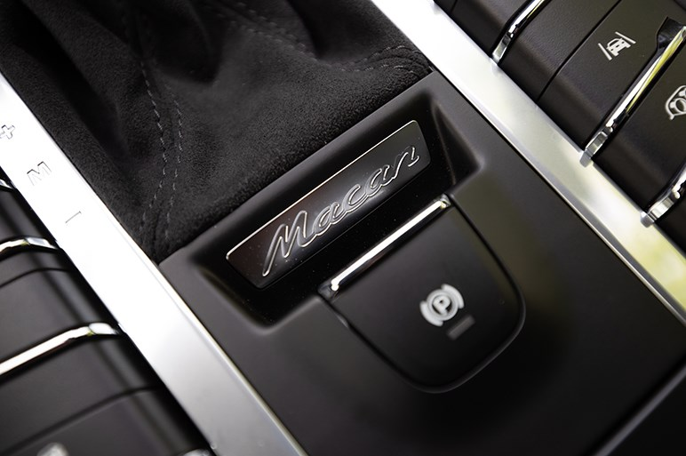 マカンターボマイチェンモデル先行試乗。気になる右ハンドル仕様のドライビングポジション