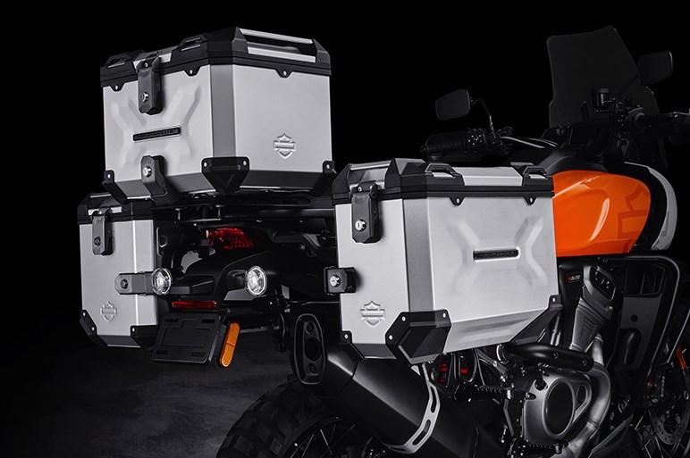 伝統のV角度45度から60度へ! 新エンジン搭載のハーレーダビッドソンが挑む新ジャンル2モデルが初公開