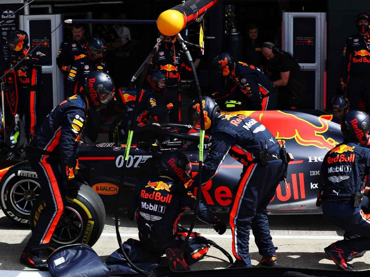 タイヤ交換わずか1秒91、レッドブルがイギリスGPで世界新記録を樹立【モータースポーツ】