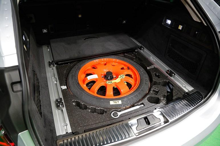 ジャガーXFに、より使えるワゴンボディの「XFスポーツブレイク」が仲間入り