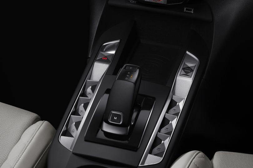 フランス発の超オシャレSUVが日本上陸!──DS 3 CROSSBACK日本販売開始、価格は299万円から
