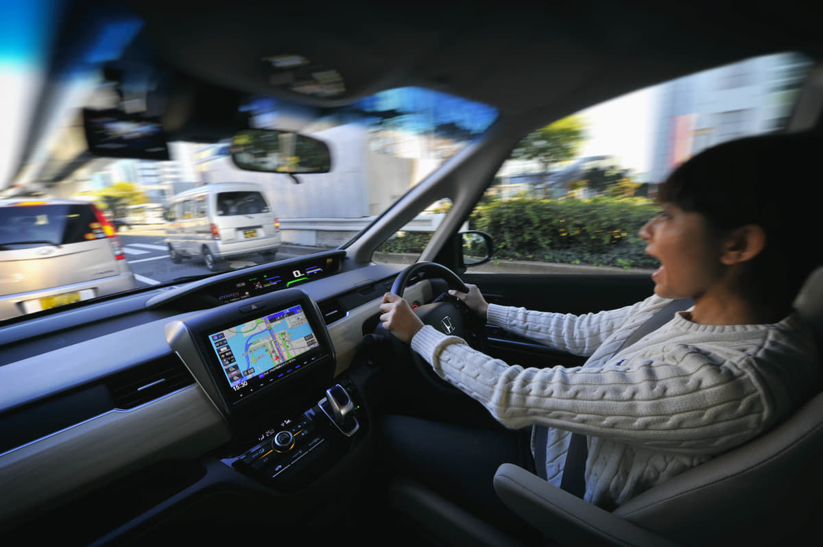 ドライブレコーダー付き自動車保険が登場! 自費で購入するのとドチラがお得?