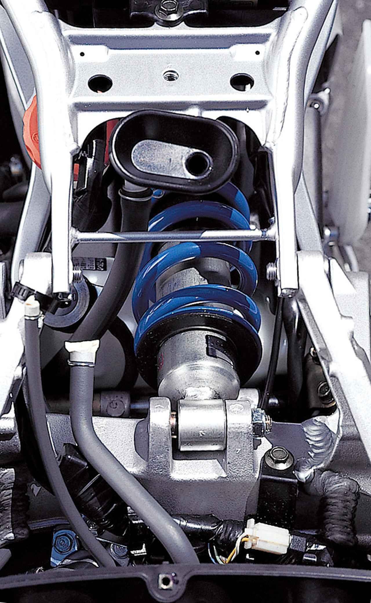ホンダ新旧「CBR250RR」バトル! 2気筒(2019年)VS 4気筒(1990年)ハンドリング編