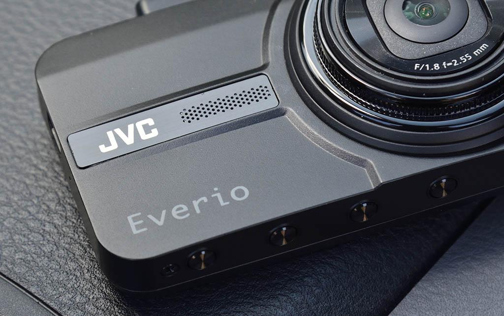 """【最新ドライブレコーダー紹介】危険な""""あおり運転""""に対抗! 最新2カメラ型ドライブレコーダー「JVC エブリオ GC-TR100」"""