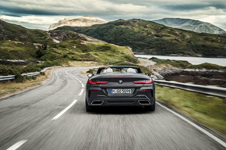 BMWの最上級オープン「8シリーズコンバーチブル」が本国で発表