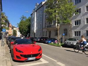 フェラーリがまさかの路上駐車!? 幅広&背高モデルを停めるところがないミュンヘンの駐車事情【池ノ内ミドリのジャーマン日記】