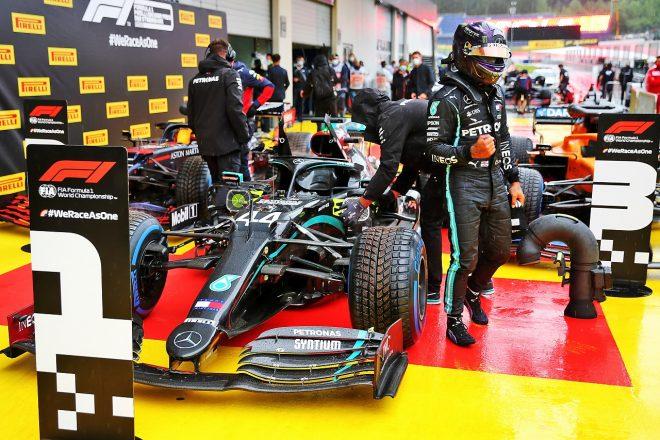 ハミルトン、不振から一転、大差のポール「問題は調査済み。自信を持ってプッシュできた」メルセデス【F1第2戦予選】