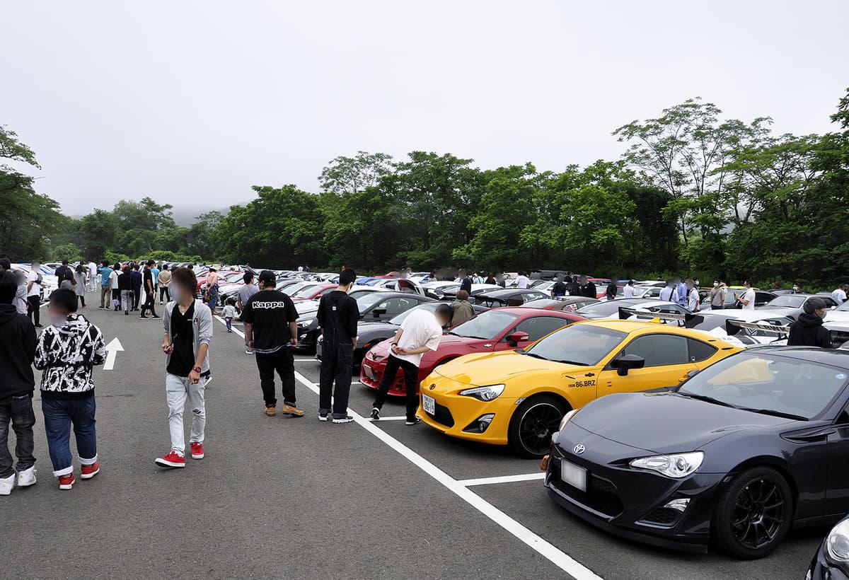 「26インチ履きソラーラ」や「ミニオンズ柄GT-R」も出現! 86&BRZなどスポーツ&カスタムカーの集まりに潜入&レポート