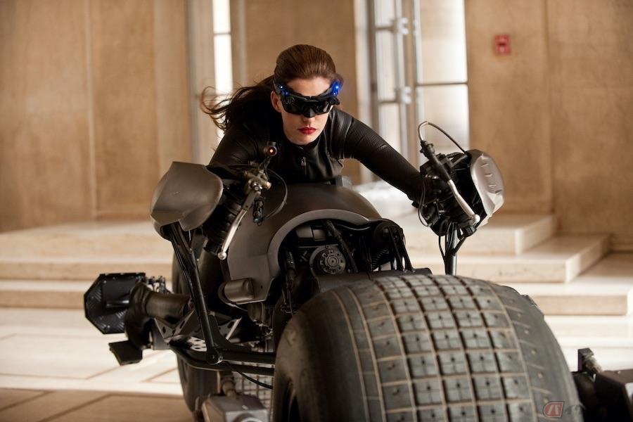 セクシーでもパワフル! バイクに乗る女性キャラ3選