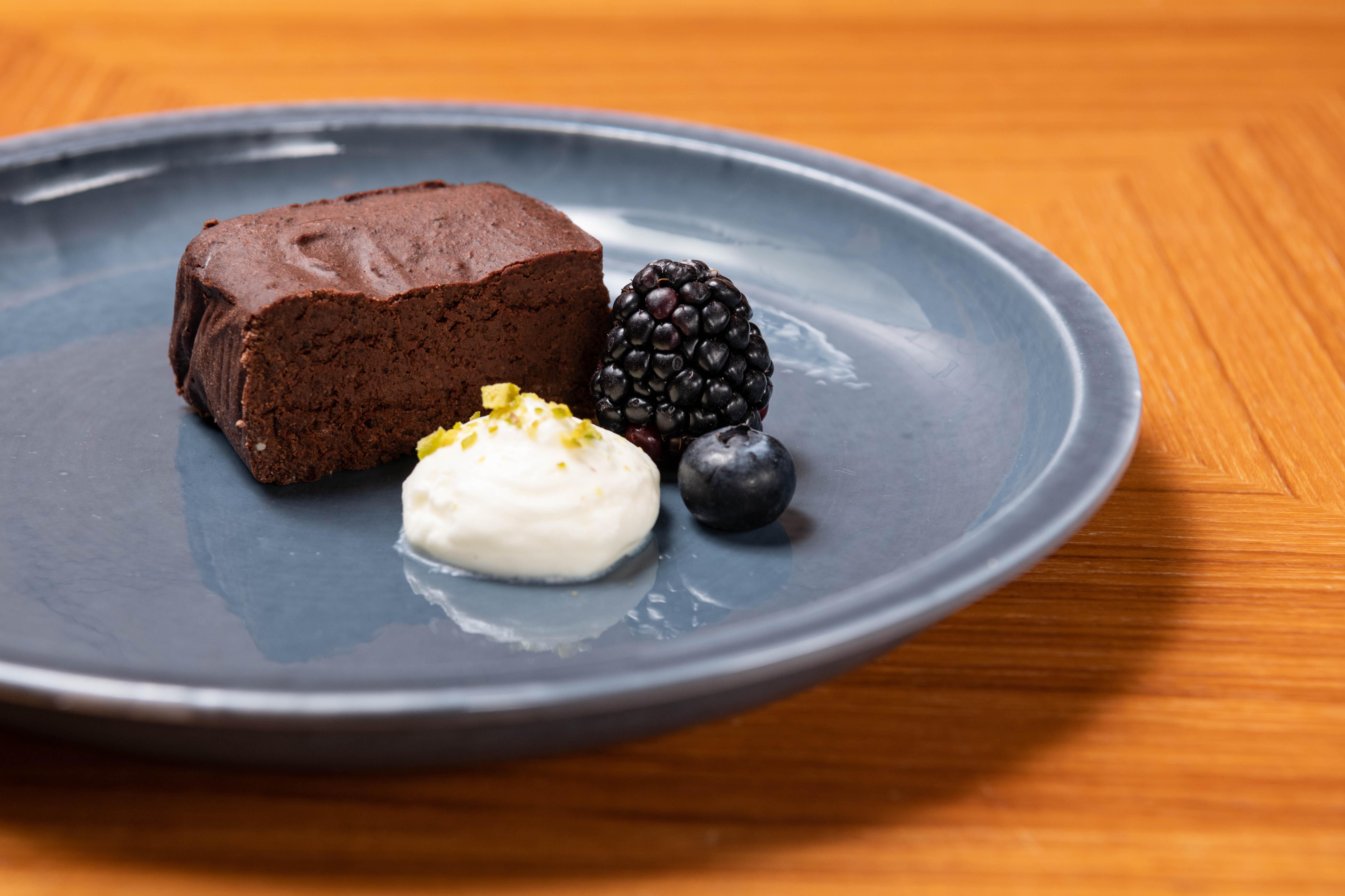 レクサスがバレンタインにちなんだイベントを開催! クルマに乗り絶品チョコレートが味わえる